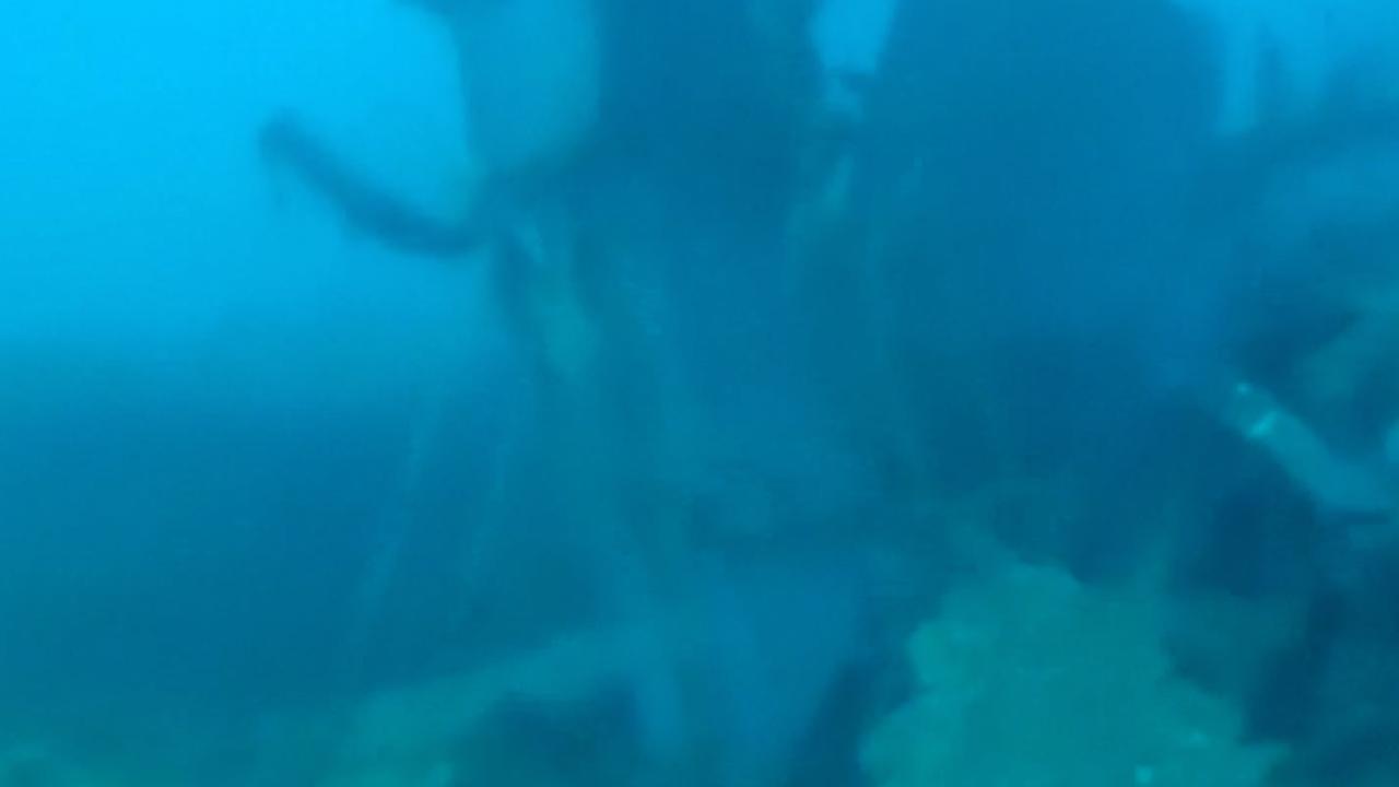 Onderwaterbeelden tonen delen neergestort vliegtuig Indonesië