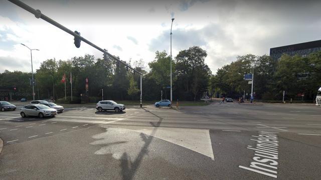 Auto rijdt bestelbus van bloedbank aan op Insulindelaan