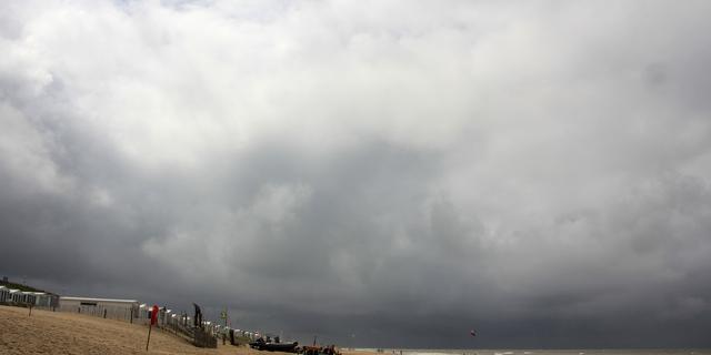 Weerbericht: Pittige buien in het hele land, 'winters' weekend op komst