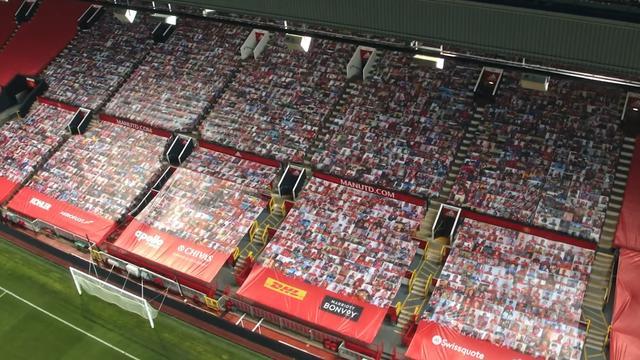 Manchester United kleedt tribunes aan met foto's van fans