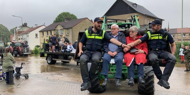 In overstroomd Valkenburg: 'Die kracht van het water... Alles is zinloos'