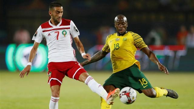 Ziyech en Mazraoui groepswinnaar met Marokko na zege op Afrika Cup