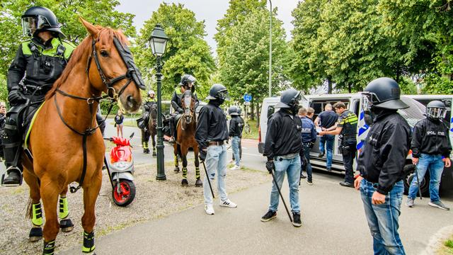 Zo probeert de Haagse politie demonstraties in goede banen te leiden