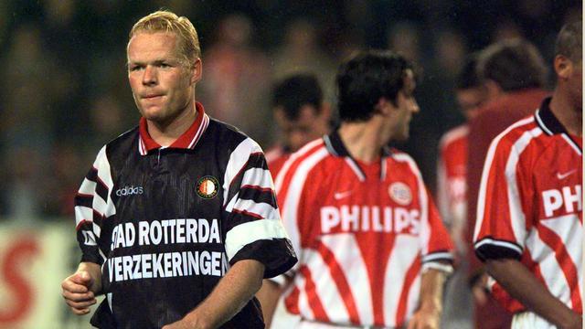 Feyenoord-verdediger Ronald Koeman druipt af na een 7-2-nederlaag tegen PSV in 1996.