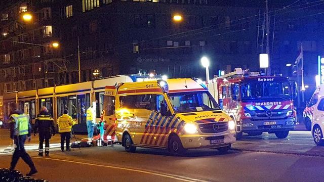 Fietser gereanimeerd na aanrijding met tram Ferdinand Bolstraat