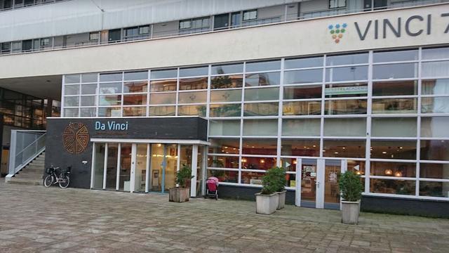 Dia-kunstwerk geopend bij buurtcentrum Da Vinci