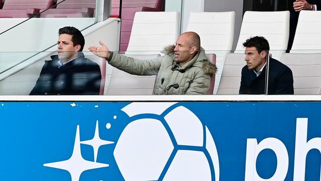 De geblesseerde Groningen-aanvaller Arjen Robben bekeek het duel tegen zijn oude ploeg vanaf de tribunes.