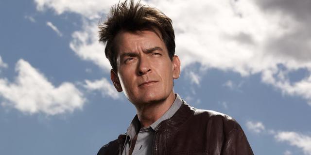 Charlie Sheen kijkt met spijt terug op ontslag Two and a Half Men