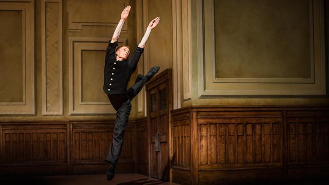 Danser Marne van Opstal vertrekt bij Nederlands Dans Theater