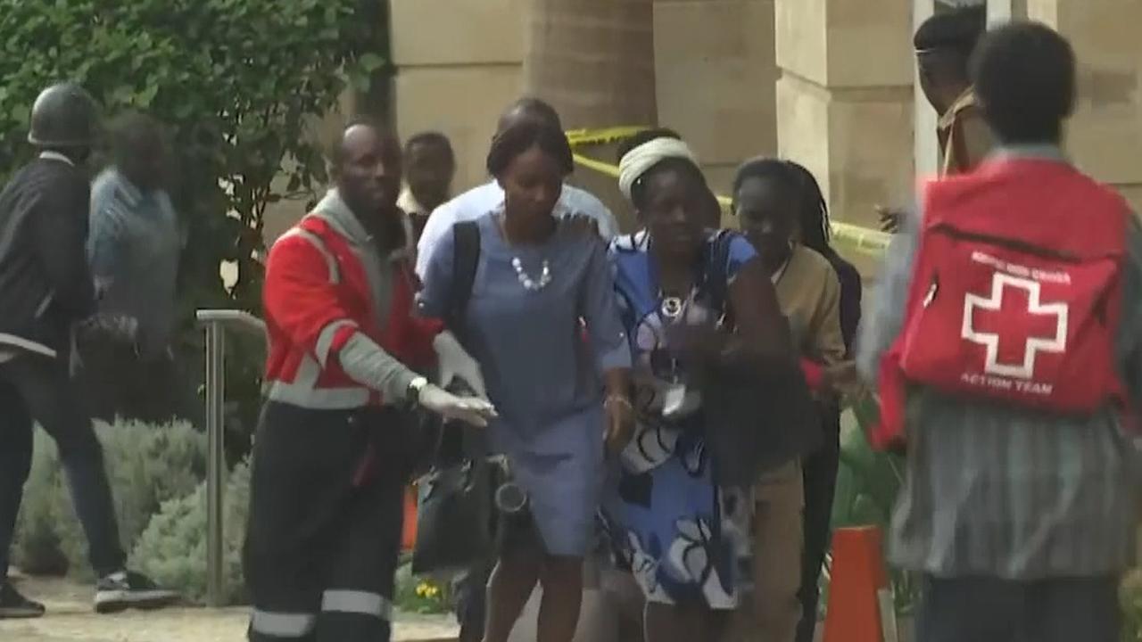 Agenten rennen naar plek van aanslag bij hotel Nairobi