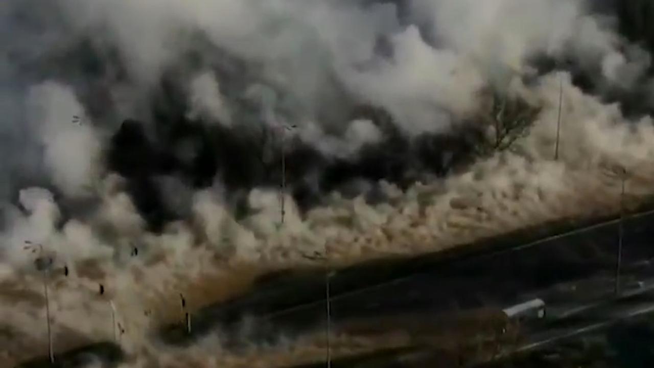 Waterdamp van kapotte leiding hult Warschau in dichte mist