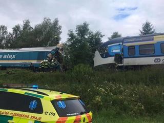 Drie doden en tientallen gewonden bij frontale treinbotsing in Tsjechië
