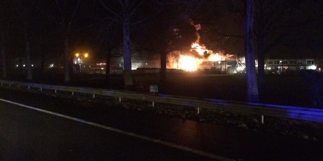 Grote brand in Zevenaar leidt tot ongeluk op A12