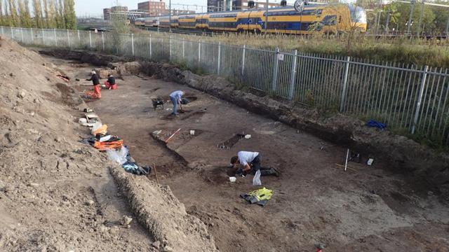 Dertig eeuwenoude graven gevonden bij Speelhuisplein