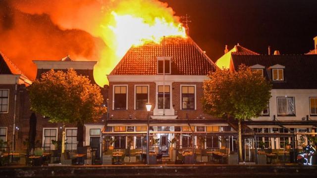 Twee panden verwoest na uitslaande brand in centrum Alphen aan den Rijn