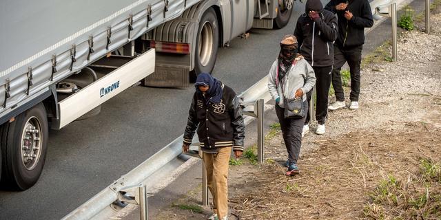 Burgemeester Calais dreigt grenzen te openen