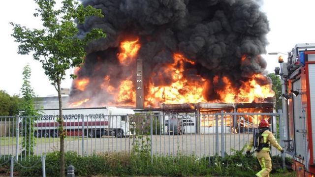 Zeer Grote Brand Bij Autobedrijf In Valkenswaard Onder Controle