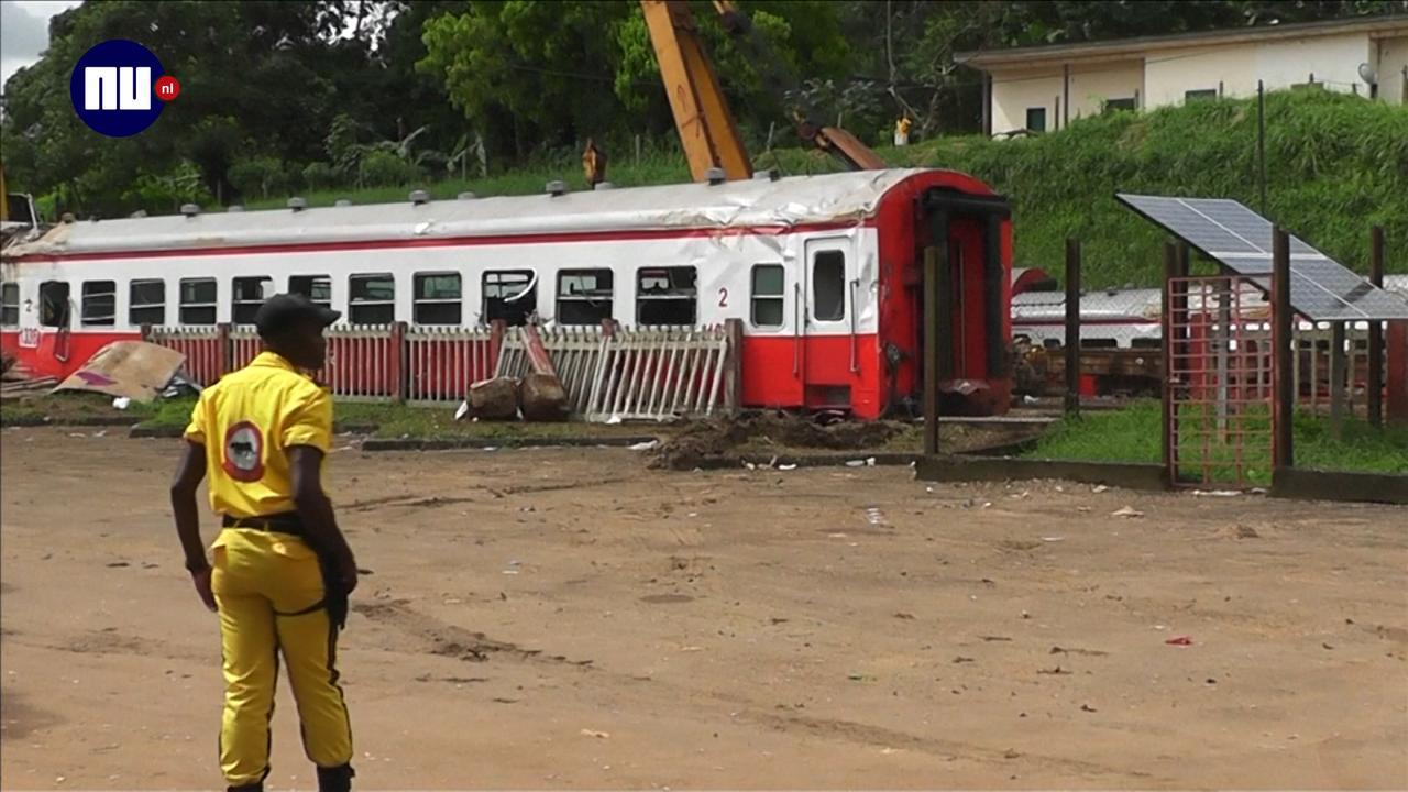 Mensen rouwen om slachtoffers treinongeluk Kameroen