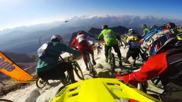 BMX'ers dalen Alpe d'Huez af tijdens downhill-wedstrijd