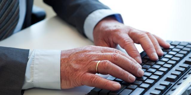 'Vier op de tien senioren gebruikt geen smartphone of tablet'