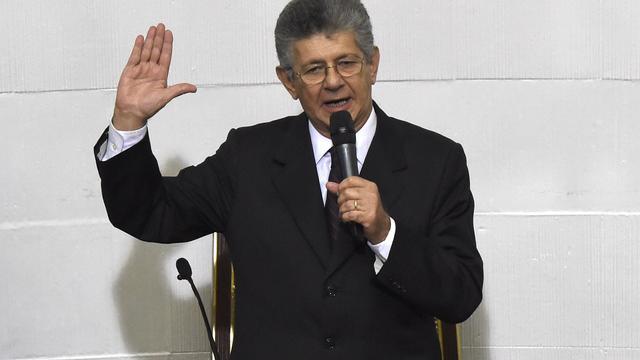 Oppositie Venezuela geeft regering Maduro half jaar de tijd