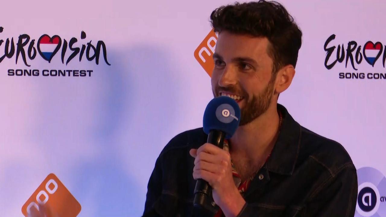 Livestream: Duncan Laurence staat pers te woord na aankomst op Schiphol