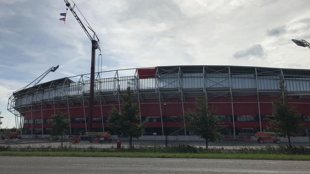 AZ laat groot deel van dak stadion opnieuw bouwen