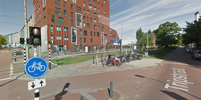 Politie onderzoekt beroving van vrouw (66) bij tramhalte Loosduinseweg