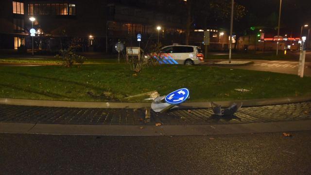 Belg neemt navigatiesysteem te letterlijk en rijdt over rotonde