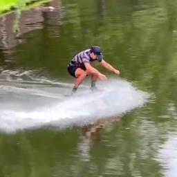 Video | Europees kampioen steekt Rotterdamse singel over op skimboard