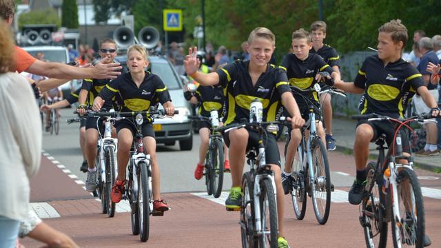 Jonge wielrenners klaar voor start van Kleine Tour