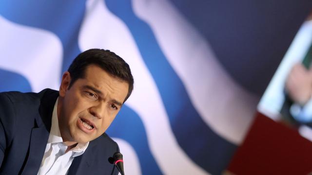 Griekse premier Tsipras schrijft vervroegde verkiezingen uit na nederlaag