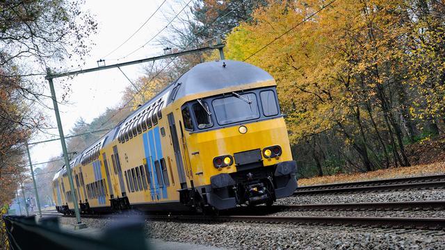 Meer en langere treinen tussen Rotterdam en Amsterdam