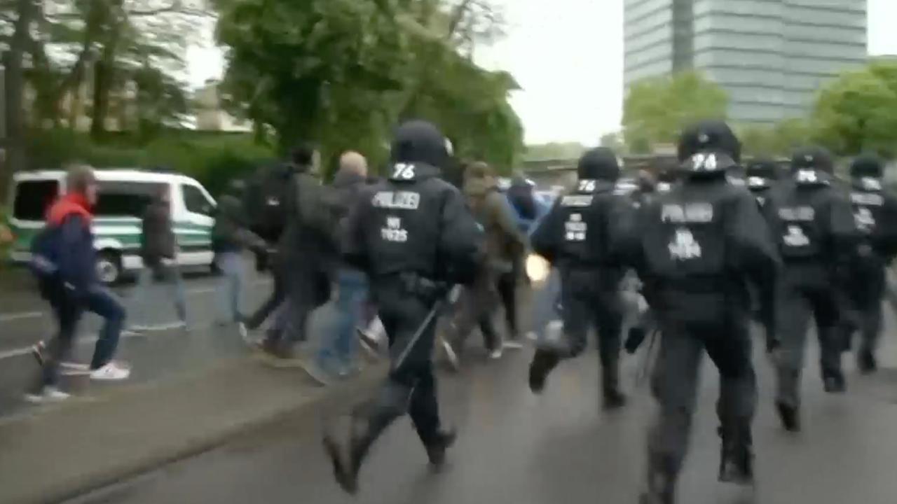 Politie drijft demonstranten Keulen terug voor aanvang protest tegen rechtse partij