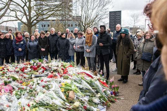 Aanslag in tram Utrecht maandagochtend herdacht met twee minuten stilte