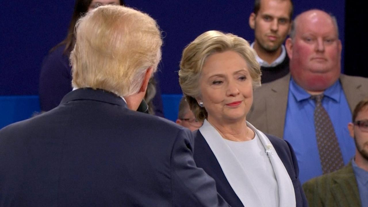 'Trump mag zich niet met e-mailaffaire Clinton bemoeien'
