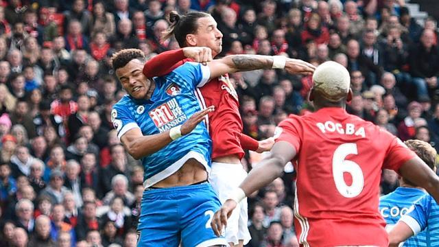 Ibrahimovic ontkent elleboogstoot in duel met Bournemouth