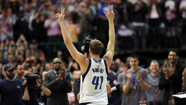 Nowitzki schaart zich bij NBA-elite met 30.000e punt