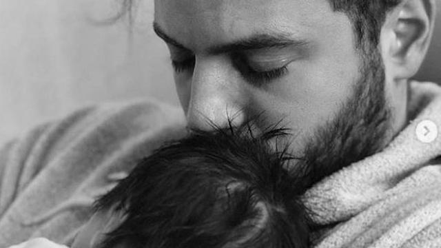 Pasgeboren dochter Jim Bakkum weer thuis na ziekenhuisopname