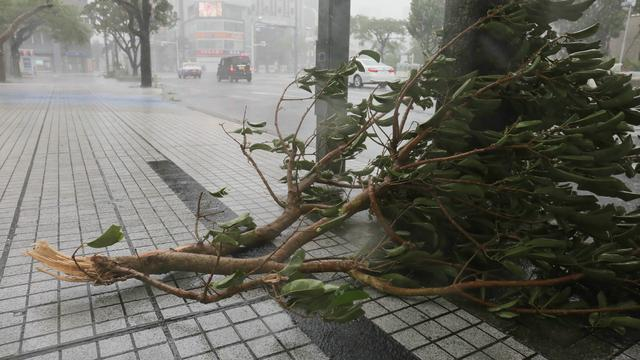 Zeker 2 doden en 170 gewonden door tyfoon Trami in Japan