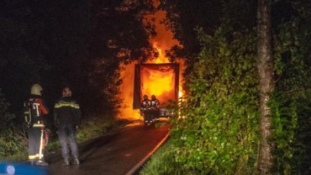 Vrachtwagen achtergelaten en in brand gestoken nabij Alphen
