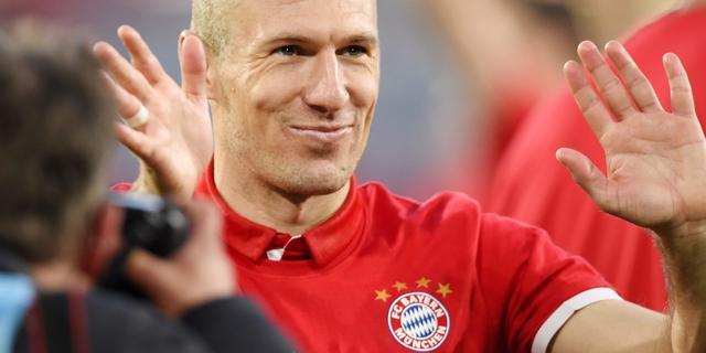 Robben evenaart record Cruijff met tiende landstitel in loopbaan