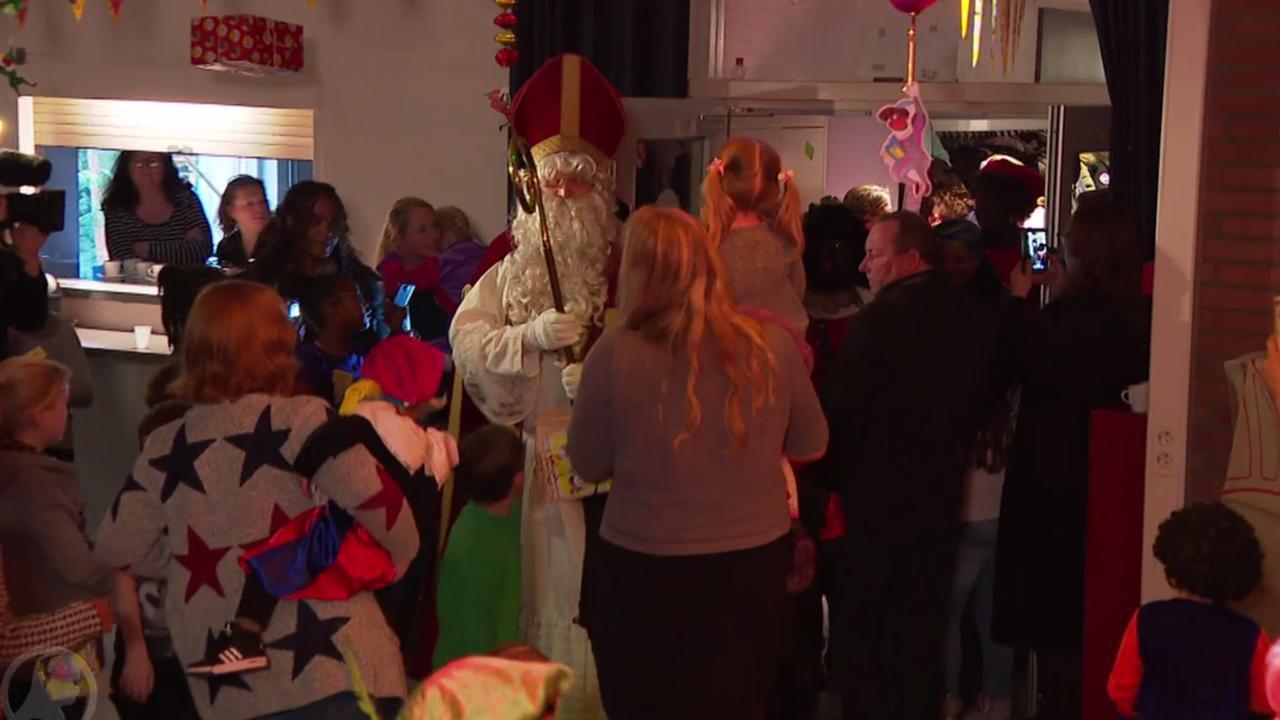 Beroofde club viert toch Sinterklaas met ingezamelde kado's