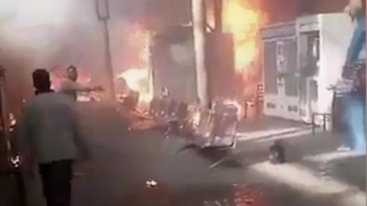 Dodelijk treinongeluk veroorzaakt brand op station in Caïro