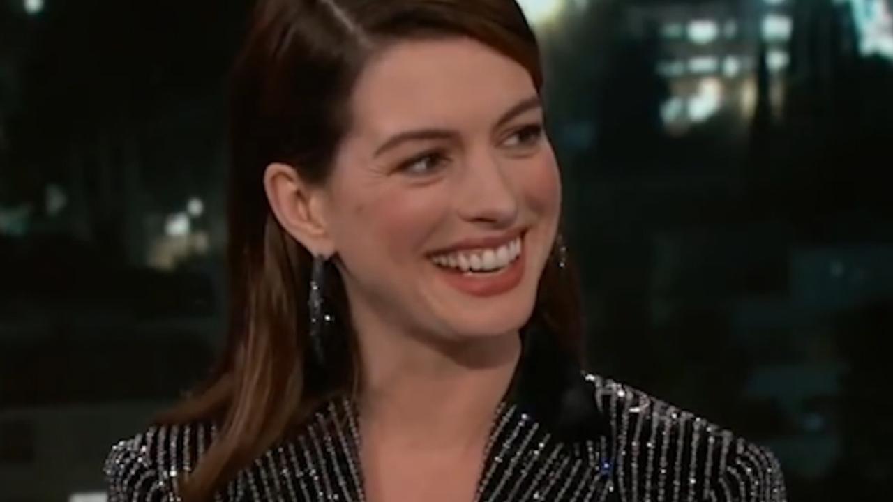 Anne Hathaway mag niet zingen van tweejarige zoon Jonathan