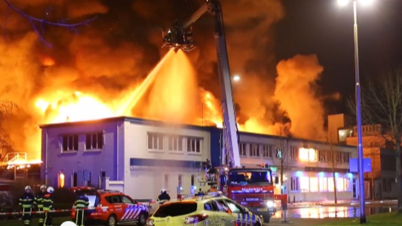 Grote uitslaande brand in partycentrum in Tilburg