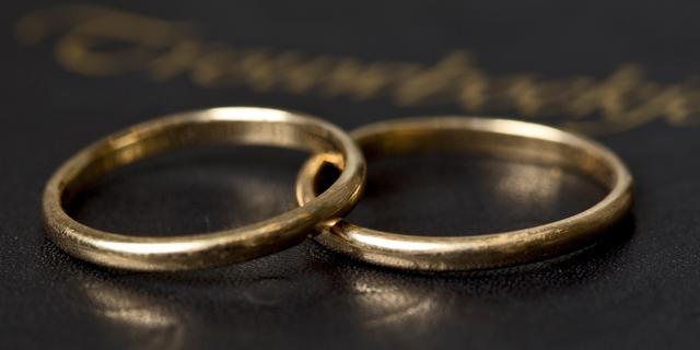 Man vindt verloren trouwring van grootvader na negentig jaar terug