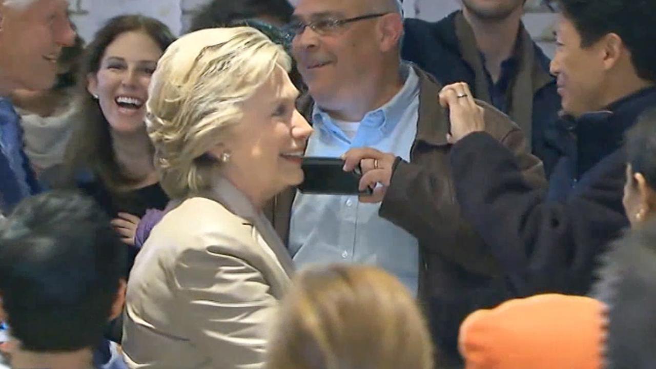Hillary Clinton brengt stem uit in woonplaats in New York