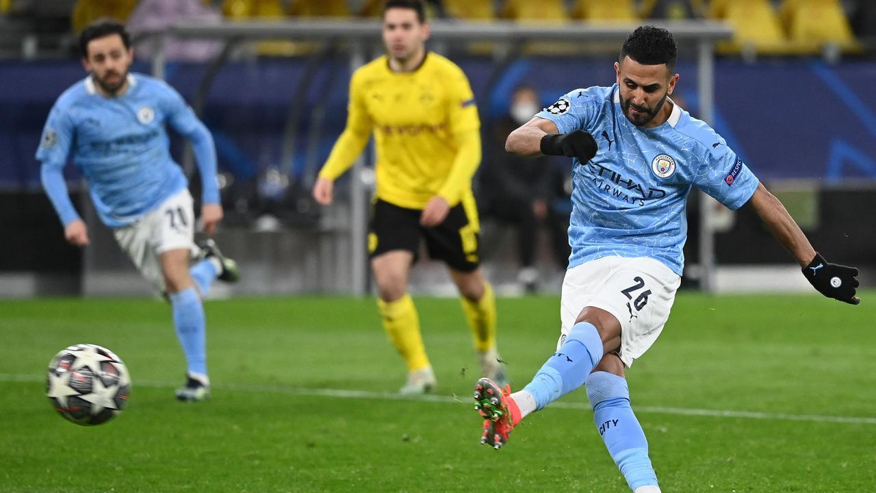 Mahrez benut penalty voor City tegen Dortmund na ongelukkige handsbal   NU  - Het laatste nieuws het eerst op NU.nl