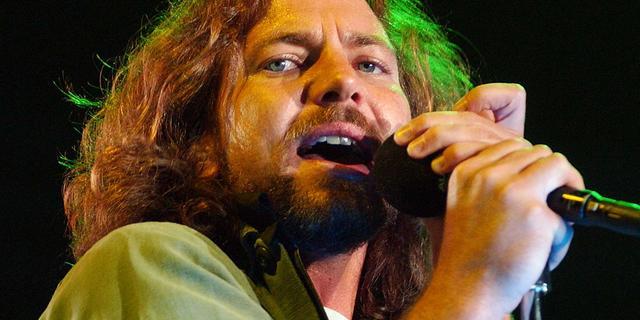 Eddie Vedder valt met groep bekende muzikanten in voor Kings of Leon